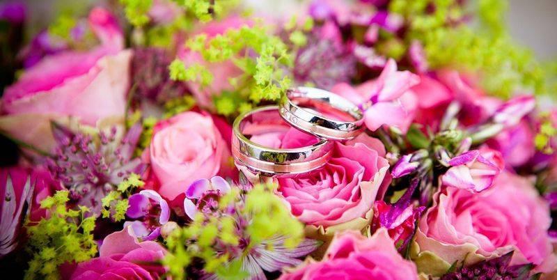 Дубовая свадьба: сколько лет, когда отмечают эту годовщину и как лучше организовать торжество