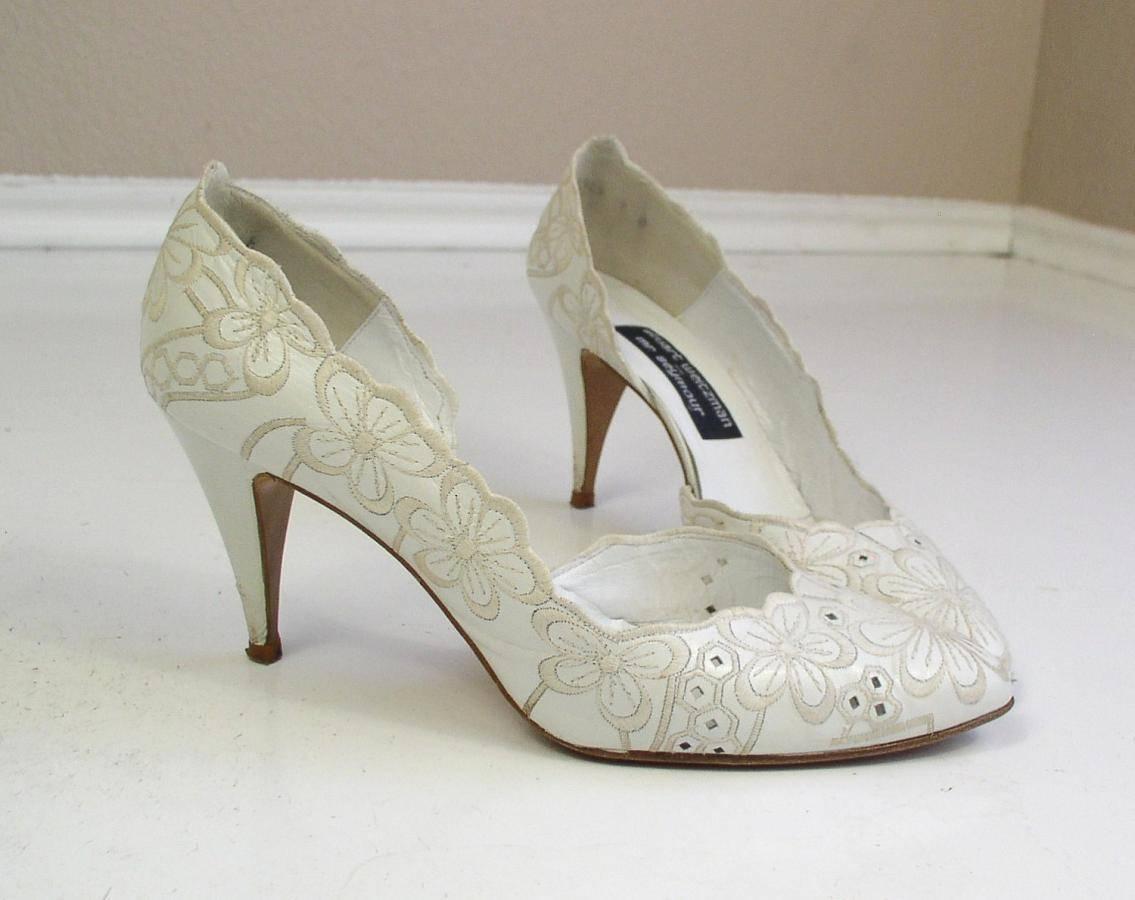 Как подобрать свадебные босоножки?