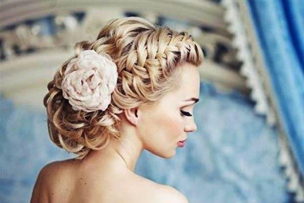 Свадебные прически с фатой: фото и идеи