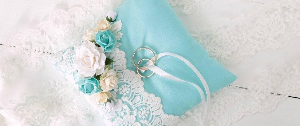 Подушечки для колец на свадьбу — модные и красивые узоры на 65 фото