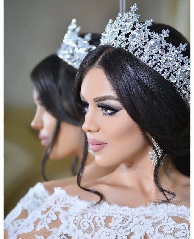 Свадебные прически на короткие волосы (90 фото): укладка с челкой для невесты с очень короткой стрижкой. варианты причесок на свадьбу с диадемой и фатой