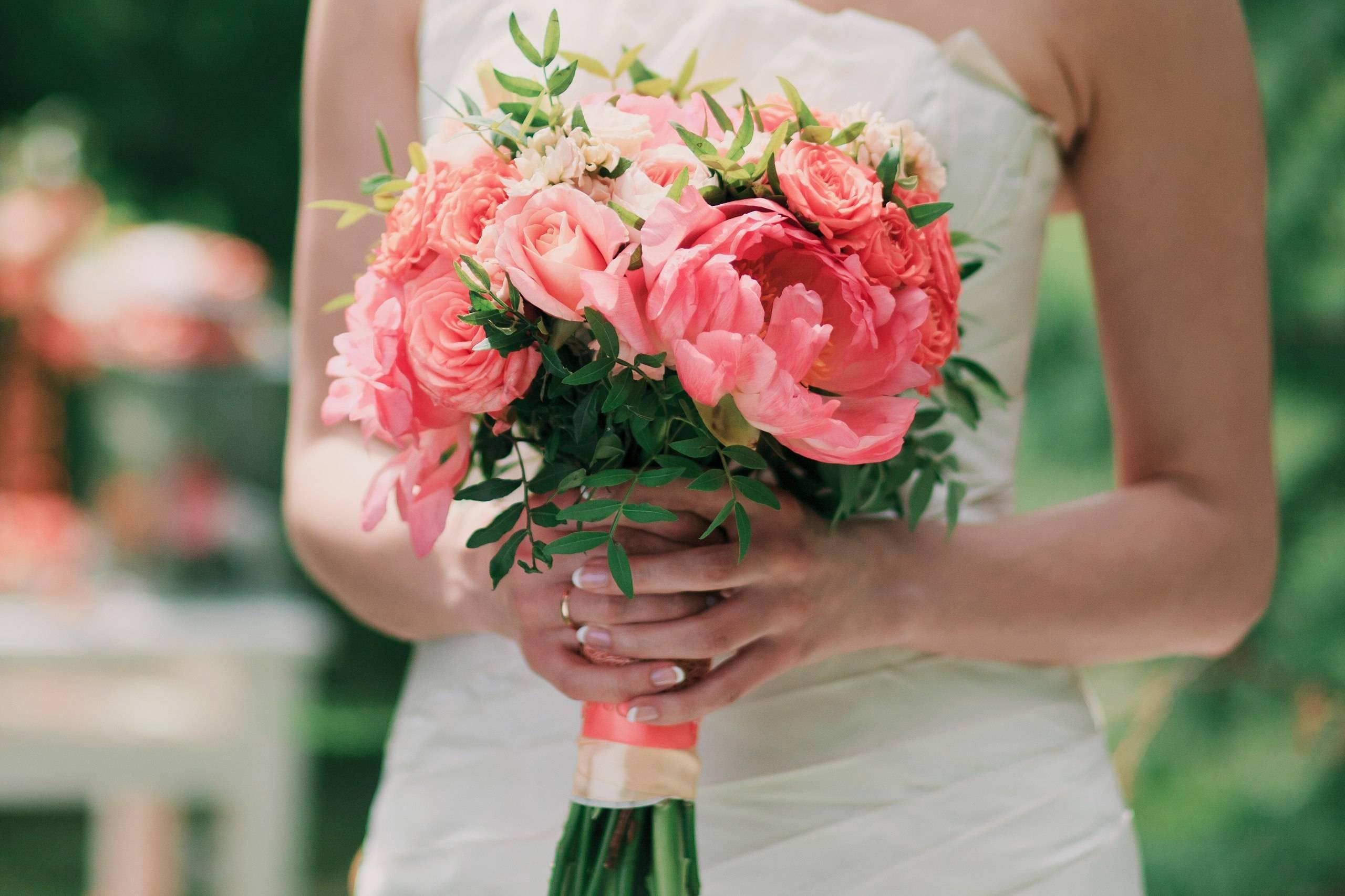 Необычные свадебные букеты (53 фото): самые яркие букеты из живых цветов на свадьбу невесте