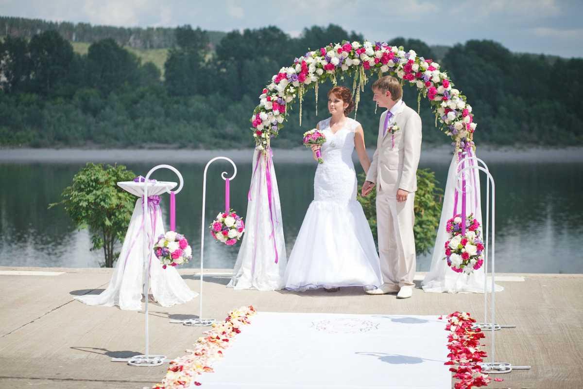 Символ вечной любви – свадебная арка своими руками