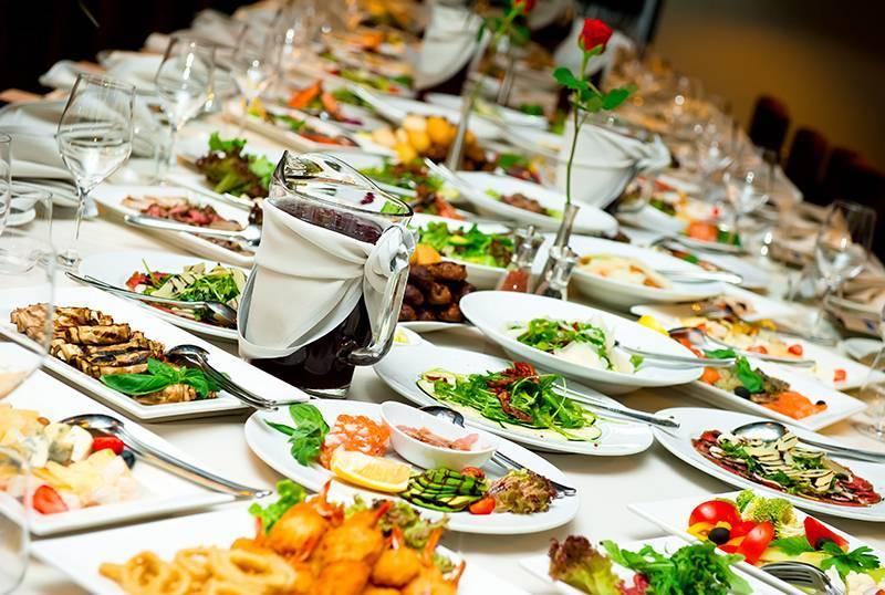 Свадебный стол: меню - закуски, нарезки, фрукты, салаты с фото
