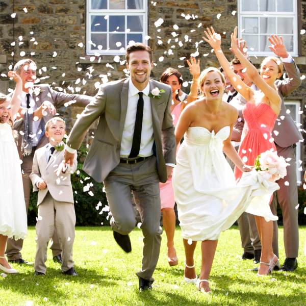 Платье невесты  свадебное, кто должен купить, традиции