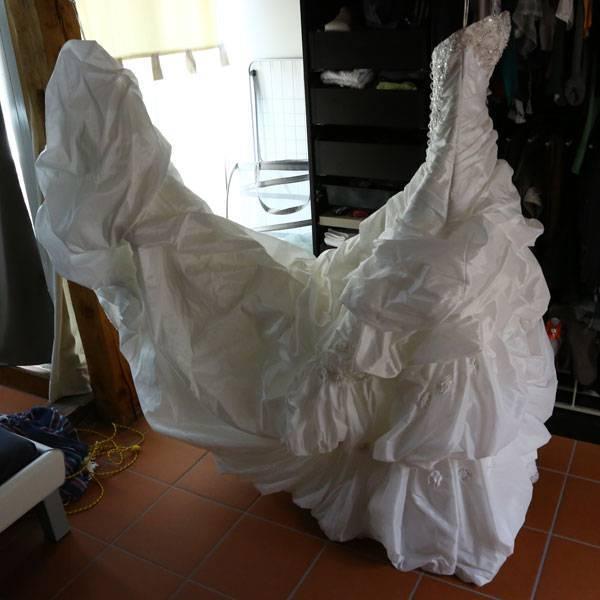 Можно ли стирать свадебные платья — за и против
