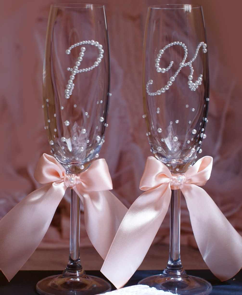 Как украсить бокалы на свадьбу? фото идеи декора свадебных бокалов жениха и невесты