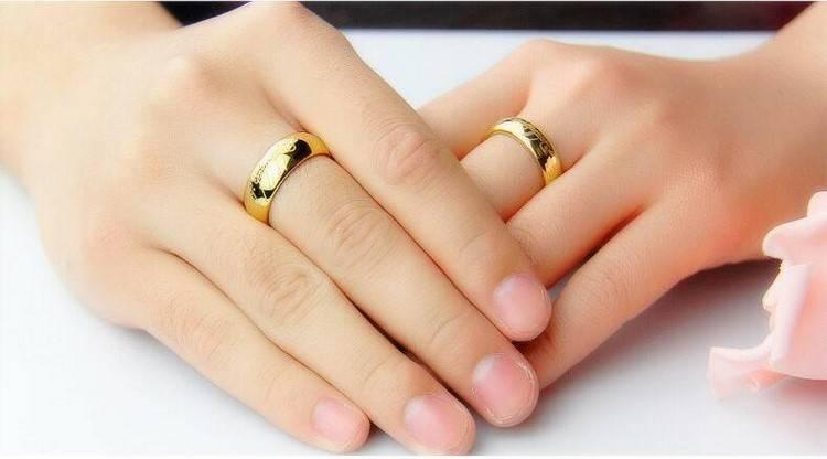 На какой руке носят обручальное кольцо мужчины в россии? на какой палец надевают кольцо женатые и разведенные?