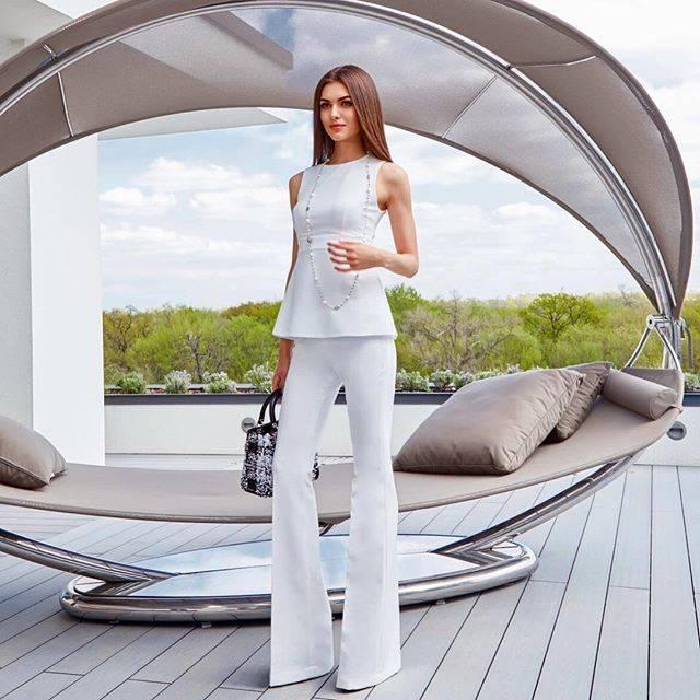 Женские костюмы (290 фото): модные модели 2020, теплые кашемировые и шерстяные, камуфляжный и нарядный, строгий, для фитнеса