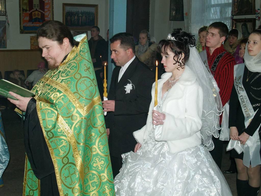 Что нужно для венчания? необходимо ли венчание в православной церкви, если супруги уже женаты? набор предметов и документов для обряда венчания