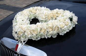 Оригинальное украшение свадебных машин 2017, фото