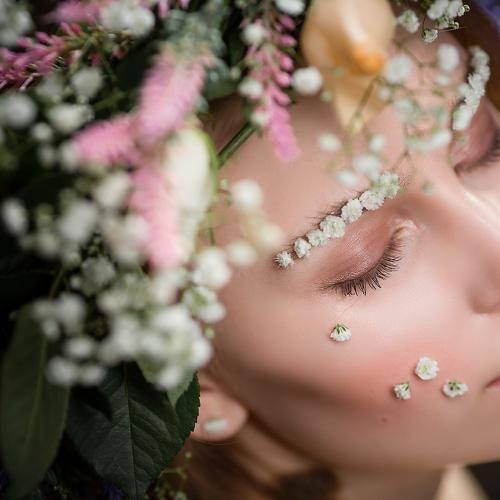 Свадебный венок на голову для невесты: выбор дизайна и изготовление своими руками
