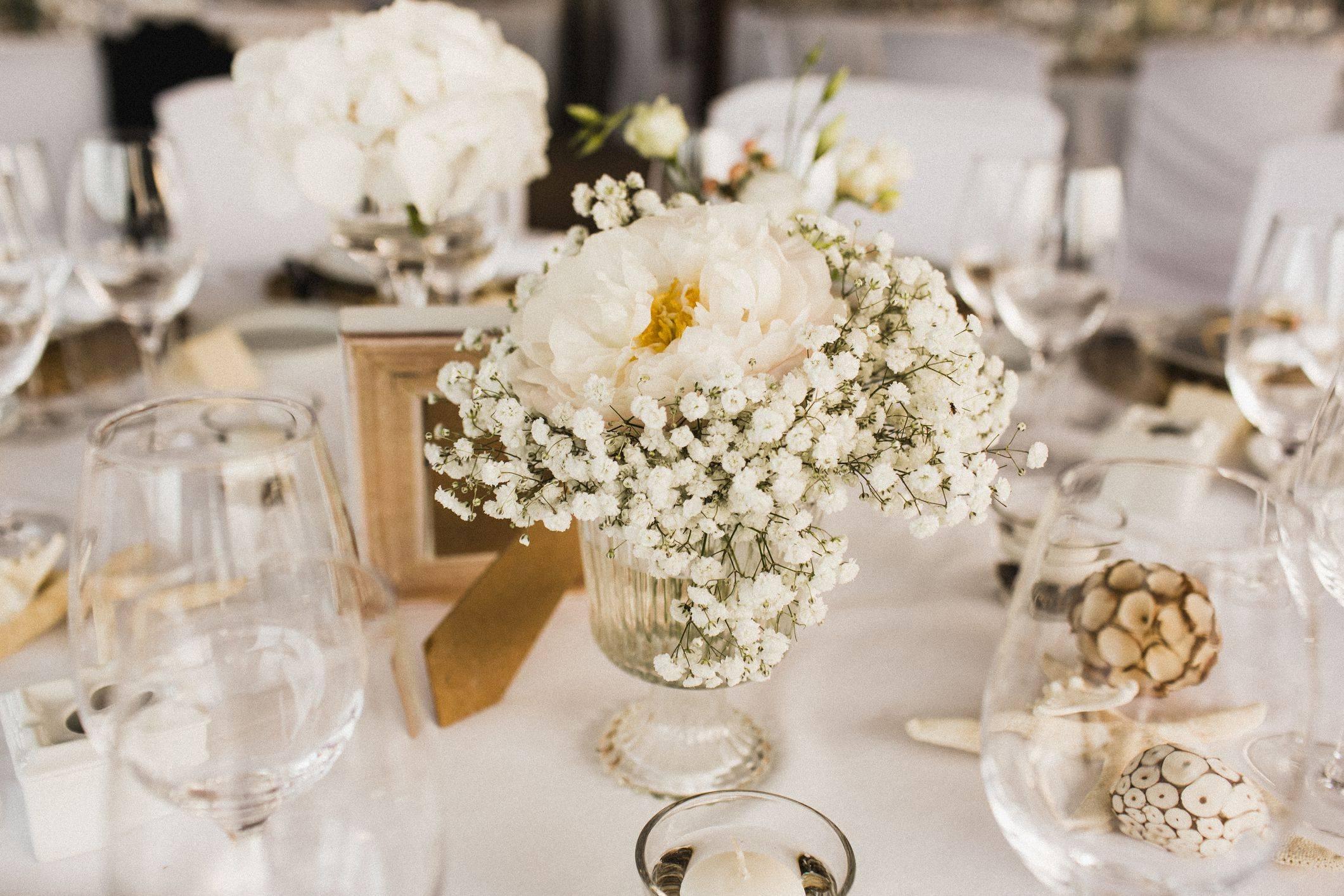 Украшение свадебного стола жениха и невесты
