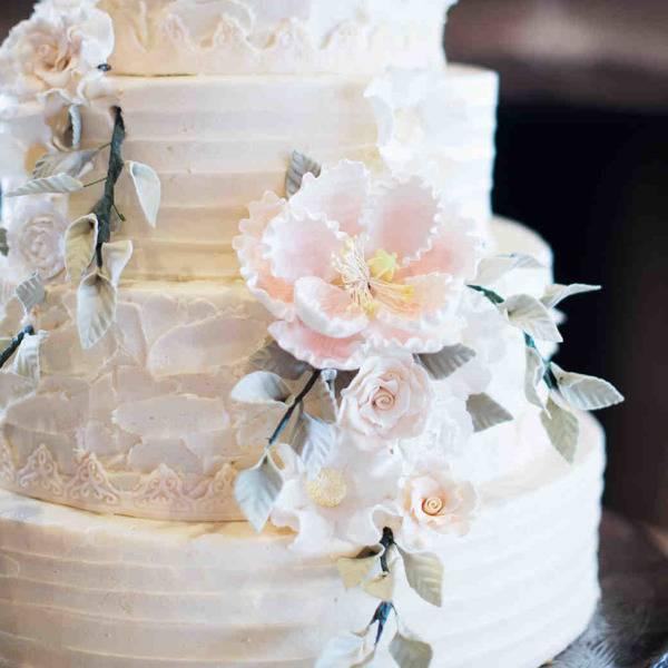 Двухъярусный свадебный торт — элегантный способ реализовать фантазию (63 фото-новинок)