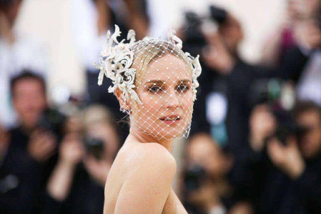 Свадебные прически на средние волосы: идеи и мастер-классы