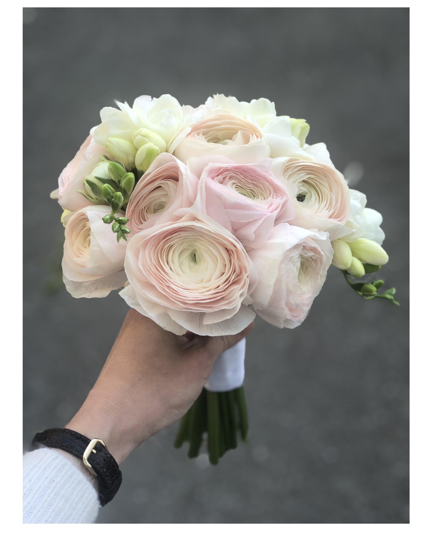 Что делать со свадебным букетом невесте и подружке: приметы, идеи