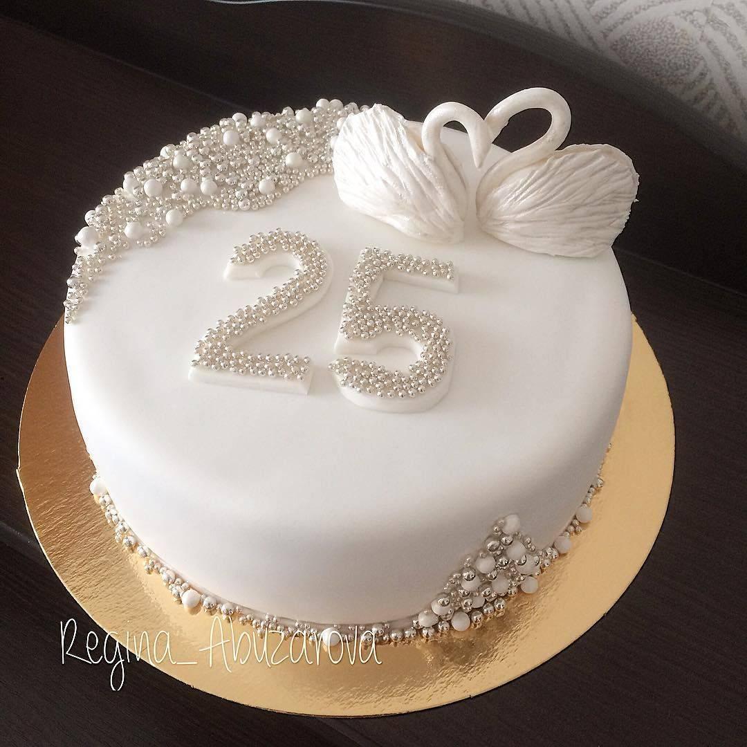 Торт на серебряную свадьбу (23 фото): выбираем прикольные десерты из мастики для родителей, свадебные кремовые торты с серебром