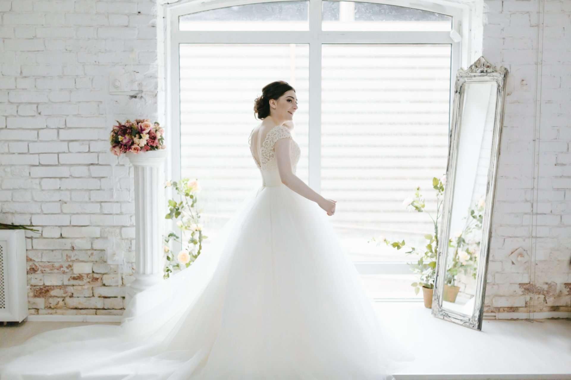 Какой должна быть свадебная фотосессия – аксессуары, идеи, позы, наряды для гостей и молодоженов?