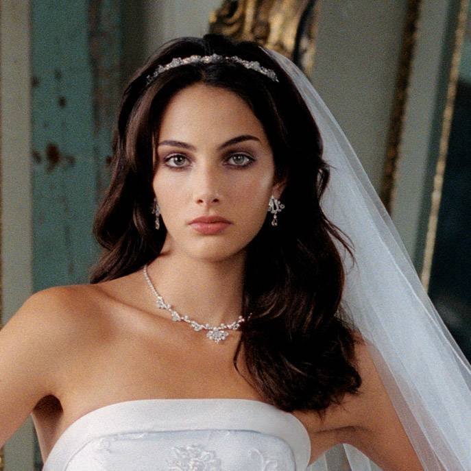 Свадебные прически с диадемой — интеграция украшения в прическу + 77 фото