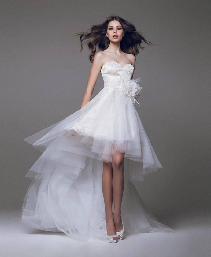 Свадебное платье – короткое спереди и с длинным шлейфом сзади