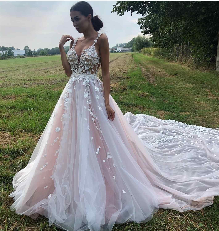 Длинное счастье: как выбрать свадебное платье со шлейфом