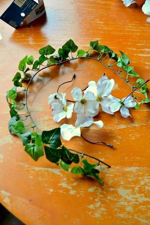 Венок на голову полевые цветы. видео: свадебный венок на голову своими руками. кому и для каких случаев подойдёт