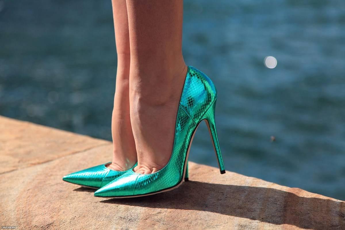 Лето- 2020: модные босоножки на платформе, каблуке и танкетке