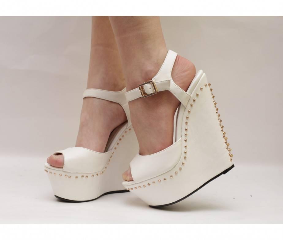 Свадебные туфли для невесты: удобство или красота?