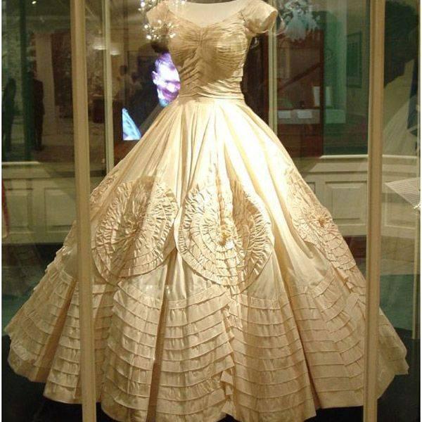 Белая дюжина: знаменитые свадебные платья мирового кино. часть 2.