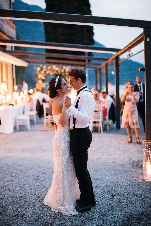 Веселый свадебный танец-подарок от друзей жениха