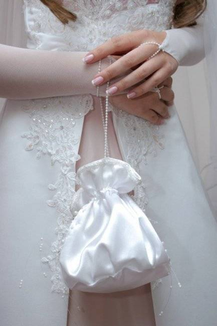 Удивительный свадебный маникюр невесты 2020-2021: топ-10 идей свадебного маникюра