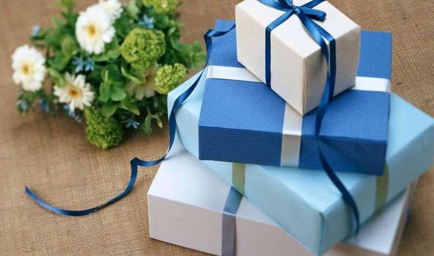 Оригинальные подарки для молодоженов на свадьбу: спасательный мешок, денежный ковер, весёлый банкомат