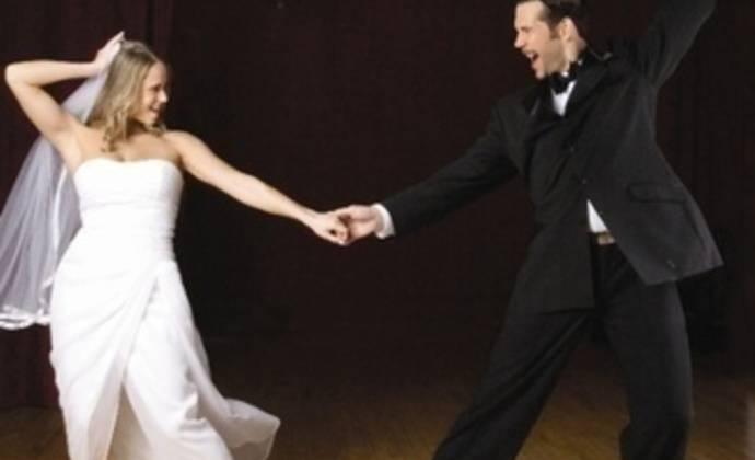 Свадебный танец: первый танец жениха и невесты на свадьбе. как поставить медленный красивый танцевальный номер с сюрпризом?