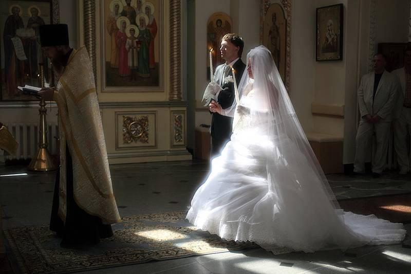 Отличие обручальных колец от венчальных