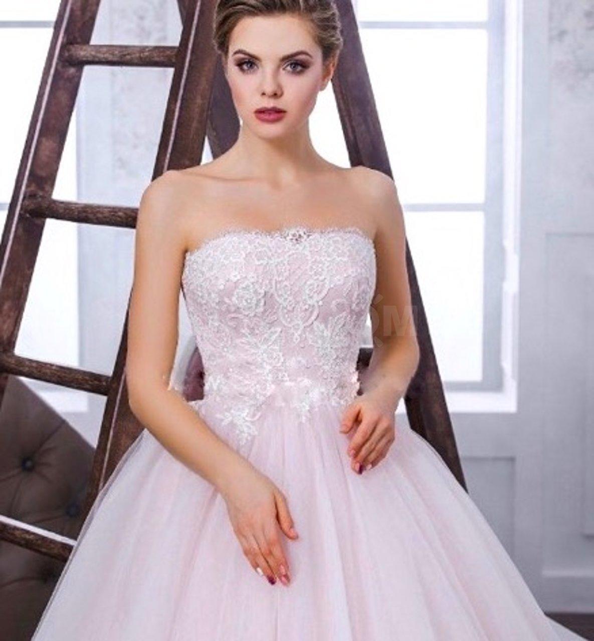 Кто покупает платье невесте на свадьбу по традиции