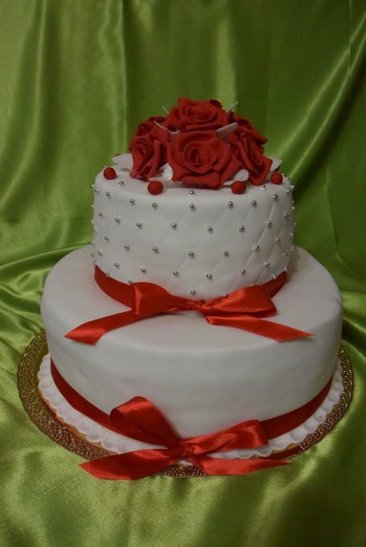 Красный торт на свадьбу