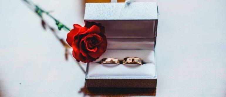 Коробочка для обручальных колец на свадьбу