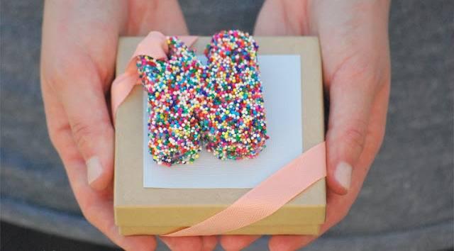 Что подарить на свадьбу подруге? как выбрать подарок?