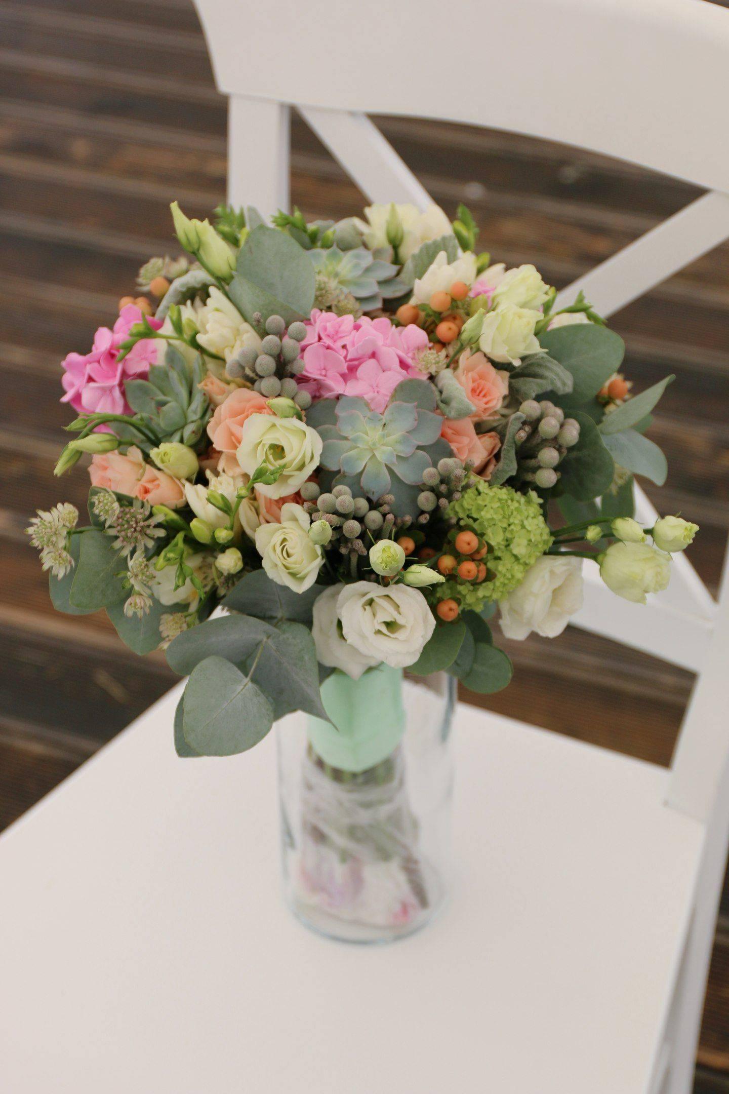Свадебный букет из эустомы: идеи и варианты цветочных композиций