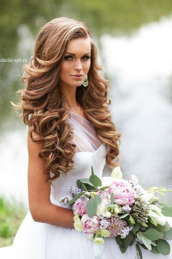 Свадебные прически с распущенными волосами: лучшие фото укладок и аксессуары для разной длины волос