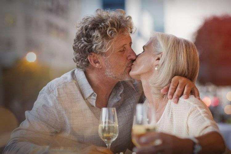 Бриллиантовая свадьба: какие дарят подарки на 60 лет совместной жизни родителям, бабушке и дедушке?