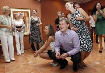 Конкурсы на свадьбу для гостей: прикольные и смешные