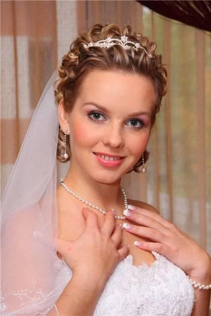 Прически на свадьбу для гостей, для невесты, для мамы невесты