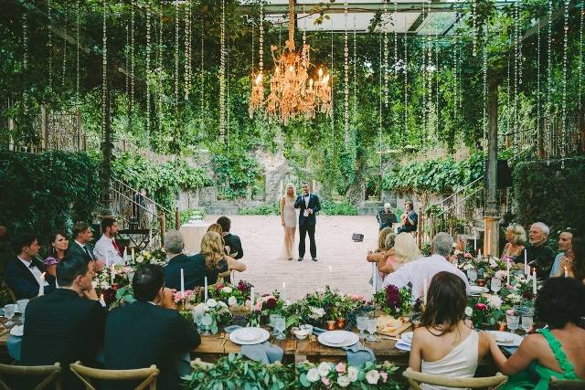 Чем можно удивить гостей на свадьбе: топ-10 идей