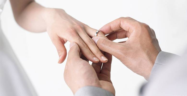 4 года в браке — традиции льняной свадьбы, варианты подарков и поздравлений