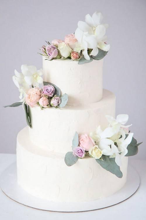 Белые свадебные торты – один из модных трендов: расписываем по пунктам