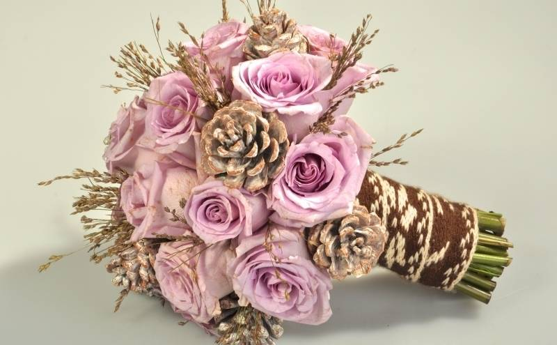 Как сделать оригинальный букет невесты из живых цветов?