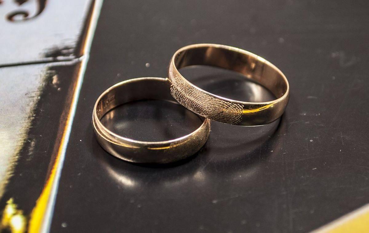 Чем отличается помолвочное кольцо от обручального