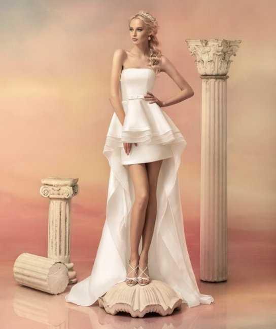Приталенные свадебные платья со шлейфом