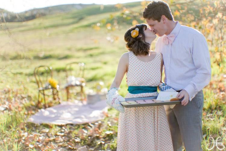 Что подарить на ситцевую свадьбу детям от родителей? что можно выбрать на подарок молодоженам?